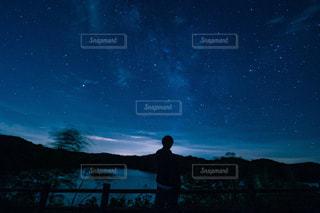 青い空の人の写真・画像素材[1283850]