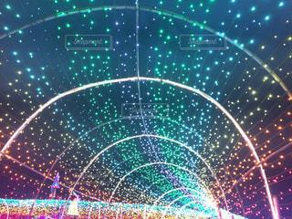 近くにレーザー光のアップの写真・画像素材[1306123]