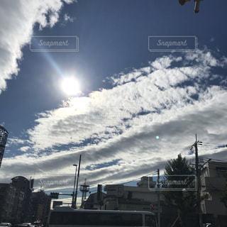 日光と雲の写真・画像素材[2701985]