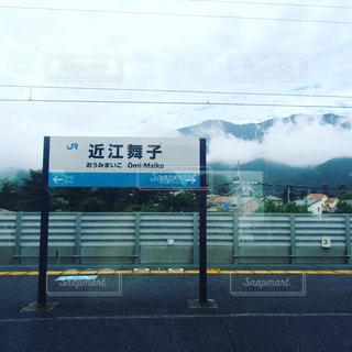 電車の窓の外の写真・画像素材[1283907]