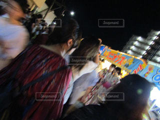 祭りの人混みの中の写真・画像素材[1319696]