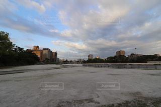 都市を流れる川の写真・画像素材[1284444]