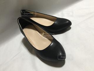 銀と黒の靴の写真・画像素材[1284746]