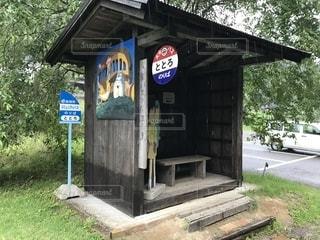 建物の側面にある記号の写真・画像素材[1285039]