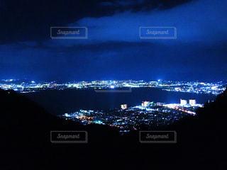 夜の街の夜景の写真・画像素材[1285141]