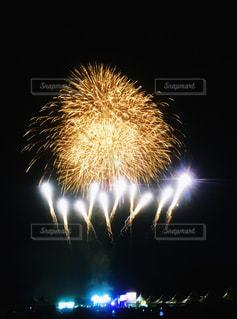 夏フェスの花火の写真・画像素材[1288503]