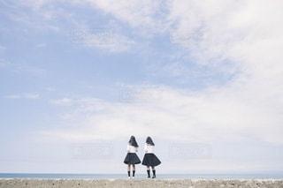 海と女の子たちの写真・画像素材[3333587]