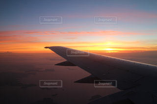 飛行機で見る夕焼けの写真・画像素材[1402839]