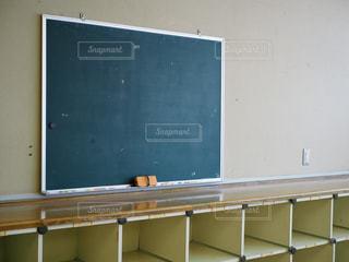 学校の教室後ろにある黒板の写真・画像素材[1287344]
