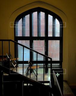 大きな窓の景色の写真・画像素材[1303832]