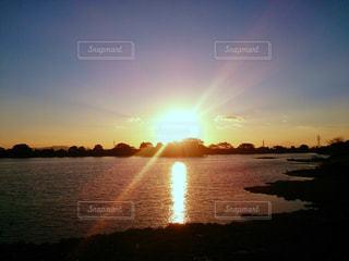 絵に描いたような夕日の写真・画像素材[1301299]