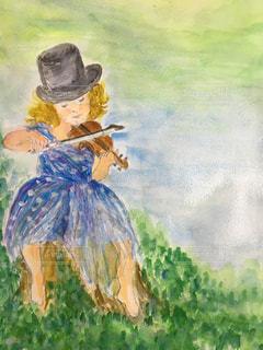 バイオリンを弾く少女の写真・画像素材[1828030]