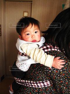 赤ちゃんおんぶの写真・画像素材[1845109]