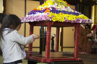灌仏会にお参りの写真・画像素材[2042960]