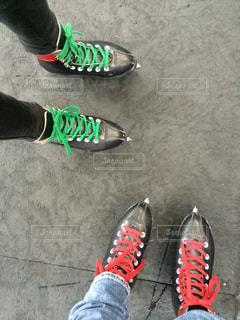 靴を履いて足のペアの写真・画像素材[1289225]