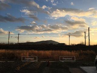 田舎の夕暮れの写真・画像素材[1290236]