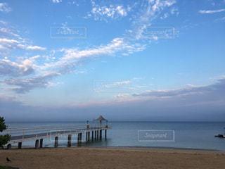 石垣島の桟橋とビーチの写真・画像素材[1290238]