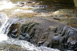 川の中の遺跡の写真・画像素材[1292908]