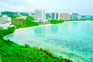 グアムの海と空と街の写真・画像素材[1302923]