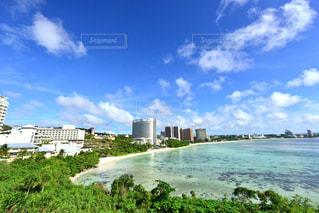 グアムの空と海と街の写真・画像素材[1302932]