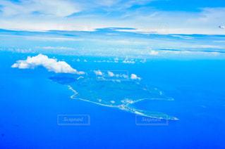 飛行機の窓から見たグアムの写真・画像素材[1302935]