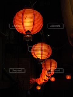 連なる赤い光の写真・画像素材[1742088]
