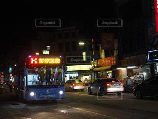 台湾の夜の路線バスの写真・画像素材[1742089]