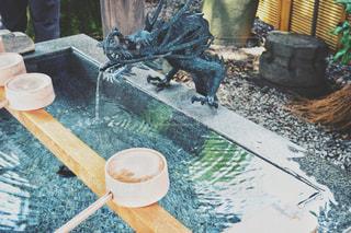 神社の手水舎の写真・画像素材[1290433]