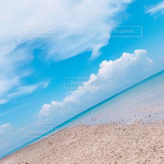 青い空と青い海の写真・画像素材[1291452]