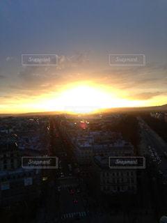 夕暮れ時の都市の景色の写真・画像素材[1293963]