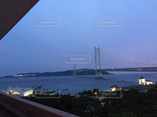 夕暮れの明石海峡大橋の写真・画像素材[1294770]