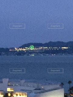 須磨から対岸に見える淡路島の観覧車の写真・画像素材[1294771]