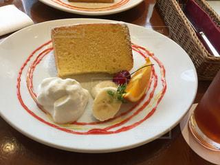 シフォンケーキとアイスティーの写真・画像素材[1294773]