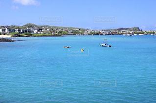 ガラパゴス諸島サンクリストバル島、青い海の写真・画像素材[2128107]