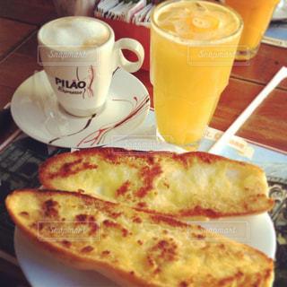 クローズ アップ食べ物の皿とコーヒー カップの写真・画像素材[1295905]
