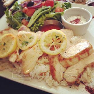 レストランでの食事の写真・画像素材[1295981]
