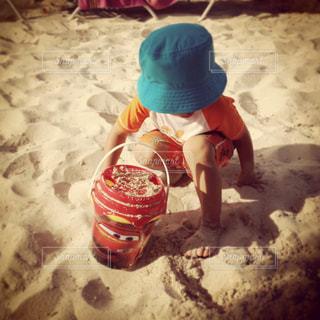 カリブの島の砂浜で砂遊びの写真・画像素材[1300210]
