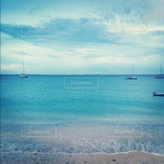 海とボートと青空の写真・画像素材[1323057]