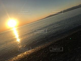 ビーチに沈む夕日の写真・画像素材[1699646]