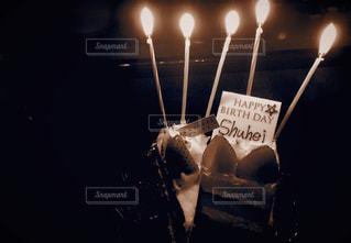 キャンドルとバースデー ケーキの写真・画像素材[1319564]