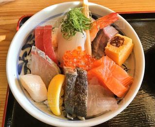 昼食の海鮮丼の写真・画像素材[1300738]