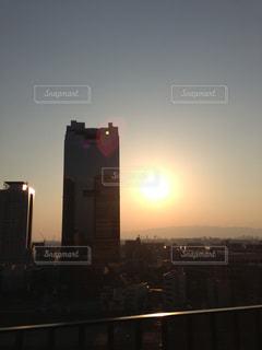夕暮れ時の都市の景色の写真・画像素材[1301122]