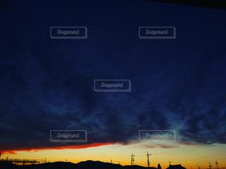 雲が緞帳のような夕暮れの写真・画像素材[1300276]