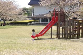 滑り台と子どもの写真・画像素材[1301681]