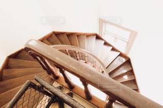 洋館の螺旋階段の写真・画像素材[1302426]