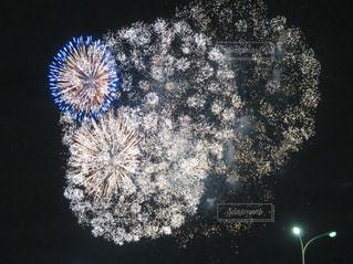 バチバチする花火の写真・画像素材[1553075]