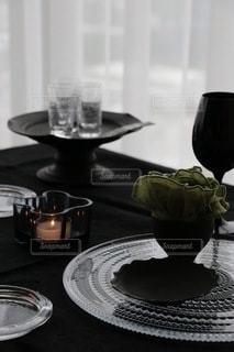 夕暮れのテーブルセッティングの写真・画像素材[3336271]