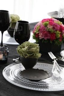 大人シックなブラックのテーブルセッティングの写真・画像素材[3336273]