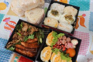 料理の種類でいっぱいのお弁当の写真・画像素材[1300432]