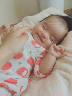 笑っている赤ちゃんの写真・画像素材[1306713]